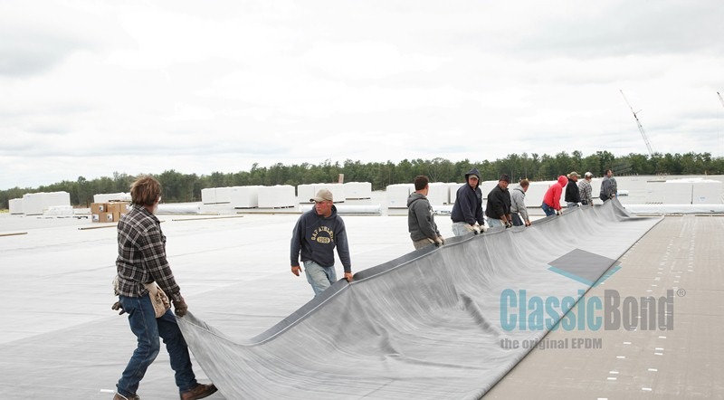 Laying the Classicbond EPDM one piece diy rubber roofing membrane for flat roofs