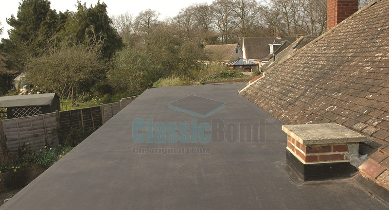 House roof with the Classicbond EPDM one piece diy rubber roofing membrane for flat roofs