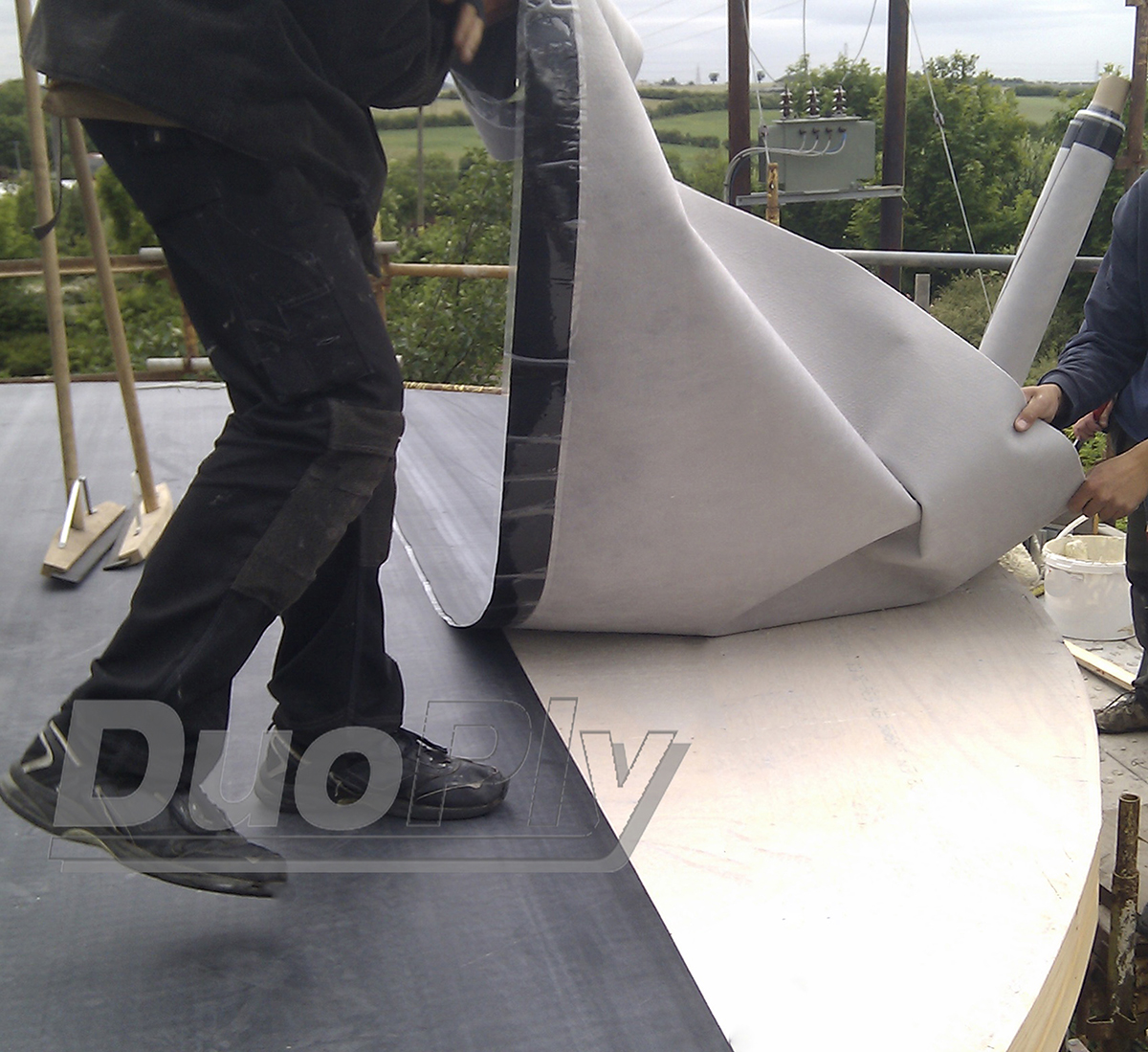 Laying the Duoply EPDM rubber roofing membrane