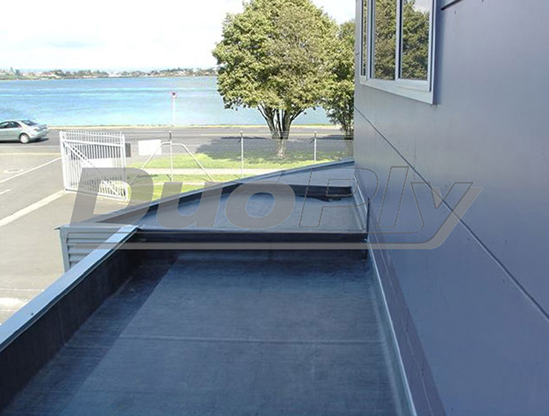 Flat roof extension with EPDM rubber roofing membrane